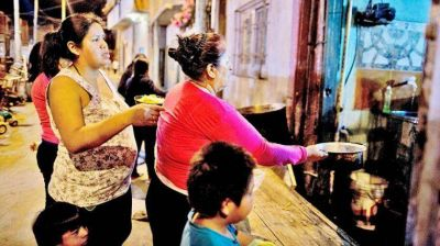 Coronavirus: la caída económica dispara demanda de alimentos en comedores populares