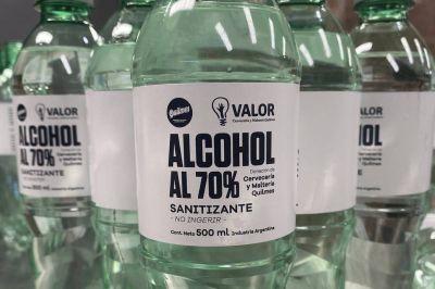 Una cervecera donó alcohol sanitizante a base de mosto a los municipios