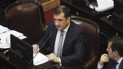 Cruces entre los senadores peronistas por la baja de las dietas