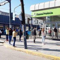 En Pilar hubo largas colas en los bancos, aunque se logró evitar el caos