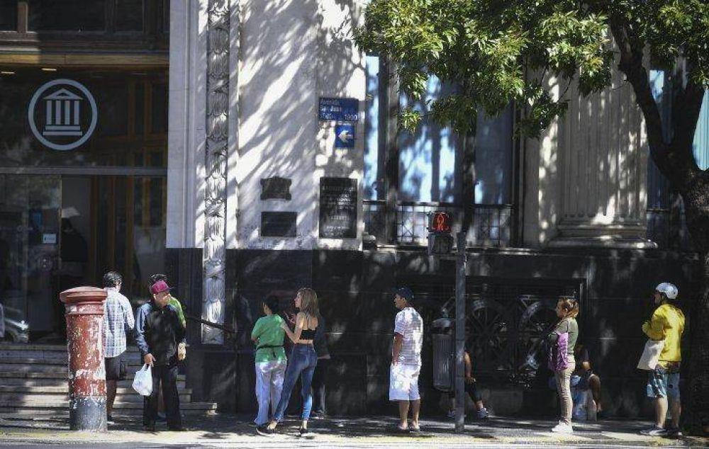 ANSES informará, desde este lunes, quiénes pueden continuar su trámite para cobrar bono de $10 mil