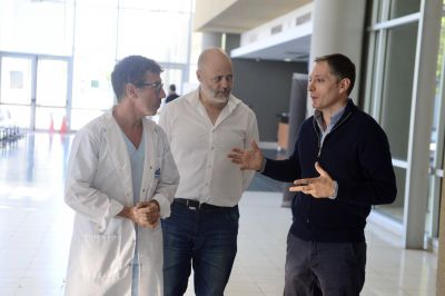 Fernando Gray recorrió el Hospital del Bicentenario en Esteban Echeverría