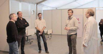 Morón | Lucas Ghi y Martín Sabbatella recorrieron los módulos sanitarios en el Hospital Municipal