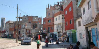 Hacinamiento, falta de agua corriente y cada vez menos control: la villa en cuarentena