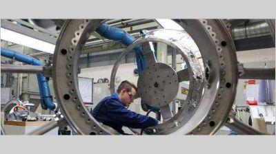 Con parate total de automotrices y textiles, la industria demanda 40% menos de energía