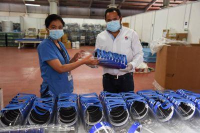 cbc transforma sus envases de Pepsi para proteger al personal médico