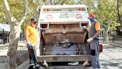 La noble labor de los municipales que recogen la basura