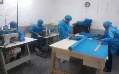 En cárceles bonaerenses producen barbijos y camisolines para policías, médicos, enfermeros, bomberos y funcionarios judiciales