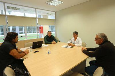 Fernando Gray en una nueva reunión de trabajo en el Hospital del Bicentenaria de Esteban Echeverría