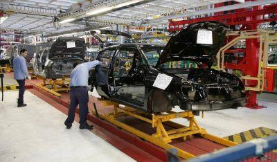 Smata y Renault acuerdan nuevas condiciones laborales para mantener el empleo