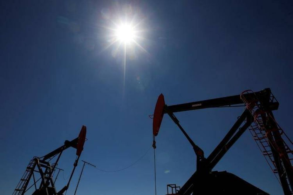 Petroleros, metalúrgicos y mecánicos negocian suspensiones a cambio de preservar el empleo