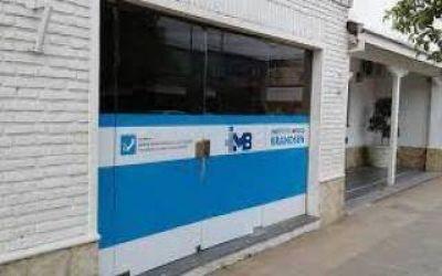 Dos enfermeros de San Vicente con coronavirus: Vuelven a apuntar a la clínica de Brandsen donde murió el padre de Walter Montillo