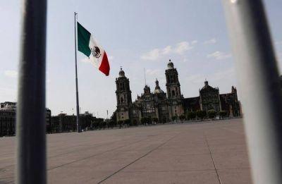 México se acerca a bono basura tras rebaja de nota de Fitch