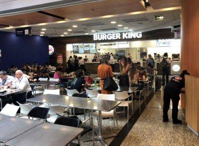 Cadenas de comidas rápidas devolverán descuentos y no habrá despidos en el sector