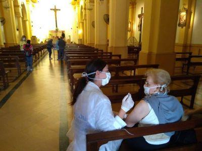 Iglesias funcionan como vacunatorios en la Ciudad
