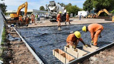 En medio de la crisis por la pandemia, el Gobierno refuerza un plan de obras públicas para municipios de todo el país