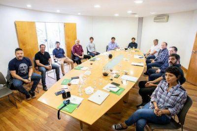 Cumbre de Axel Kicillof e intendentes por sueldos de abril y recolección de residuos