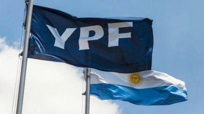 En pleno desplome del petróleo, voces en el oficialismo proponen reestatizar YPF por completo