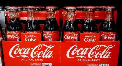 Coca-Cola alertó de que sus ventas cayeron 25% en abril debido al coronavirus