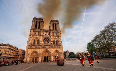 ¿Pronto una catedral provisional de madera en la plaza frente a Notre-Dame?