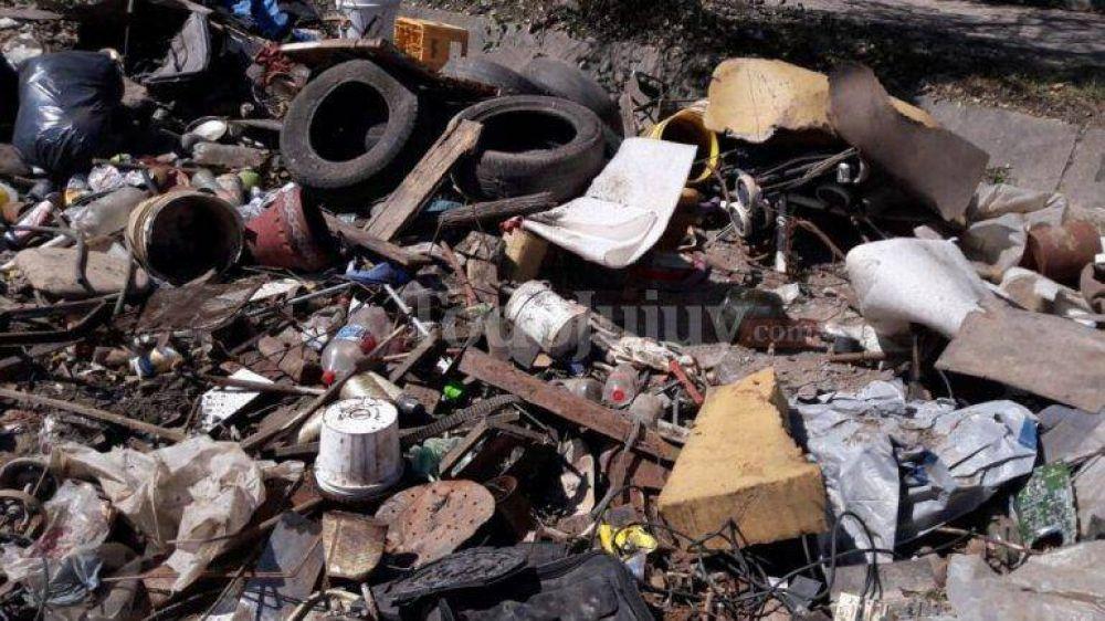 Sin solución, el problema de basura en el barrio Malvinas crece día a día