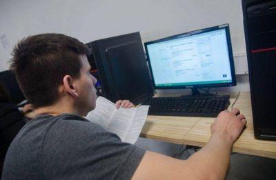 Promueve creación de campus virtuales para escuelas de Hurlingham