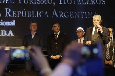 Camaño y Barrionuevo pactaron recortes salariales de hasta 25% para los gastronómicos