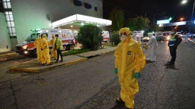 Trasladaron a 27 pacientes de PAMI de una clínica privada donde detectan 23 personas con coronavirus