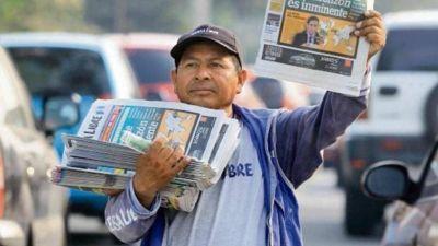 Papa resalta labor de voceadores de prensa durante la pandemia