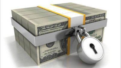 Con el refuerzo del cepo al dólar, el Gobierno se prepara para un eventual