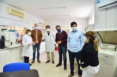 Sujarchuk, Daniel Gollan y Federico Thea recorrieron el Hospital Municipal Presidente Néstor Carlos Kirchner en su primer día oficial bajo gestión comunal