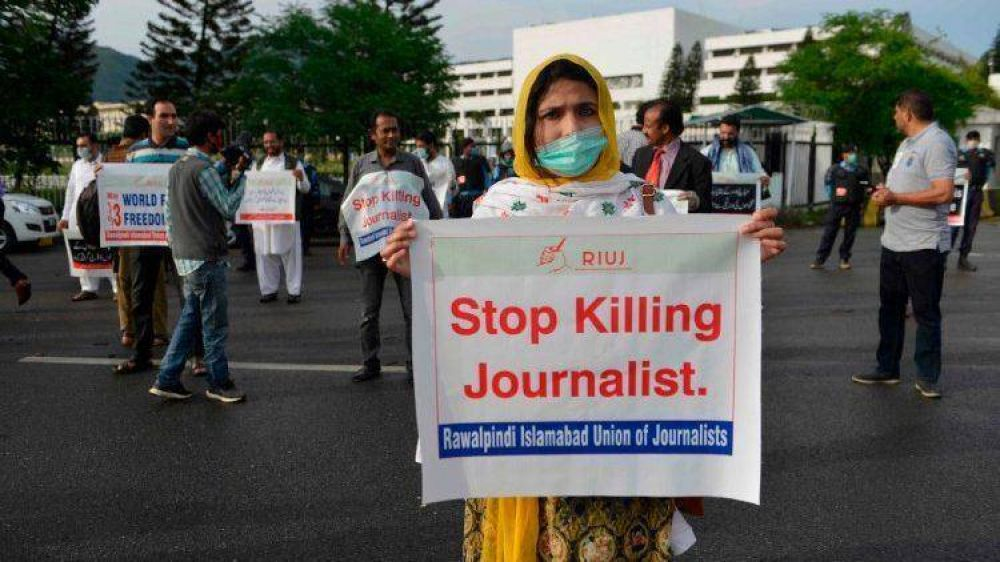 """Libertad de prensa cada vez más en riesgo. Papa: """"dar voz a quienes no la tienen"""""""
