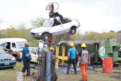 Compactan vehículos y destinan los fondos para la lucha contra el Covid-19