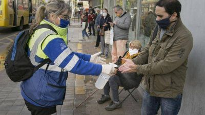 Vicente López realiza un operativo de asistencia en zonas bancarias para adultos mayores