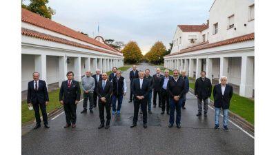 El Gobierno destacó el respaldo de empresarios y la CGT para la renegociación de la deuda