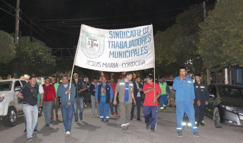 Municipales de Jesús María salieron a protestar por recortes de sueldos y los detuvieron por romper la cuarentena
