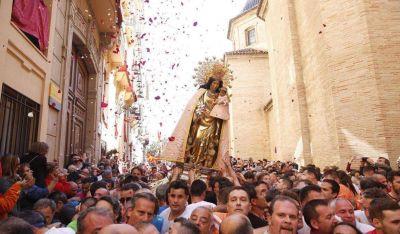 Iniciativas solidarias sustituyen a la fiesta multitudinaria de la Virgen de los Desamparados