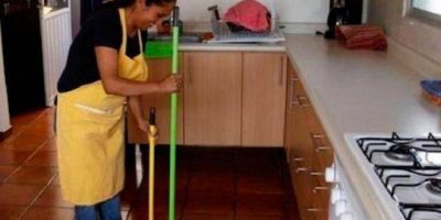 Aumentan un 5% los sueldos de las empleadas domésticas: la nueva escala salarial