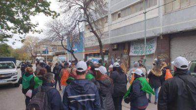 Postres Balcarce: 130 familias no cobran sus sueldos