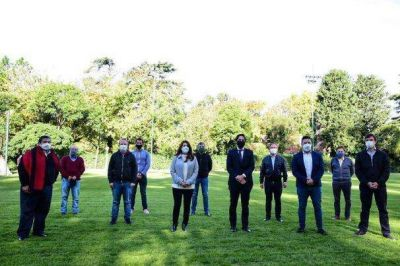Se firmó en Merlo convenio para la entrega de netbooks a estudiantes de municipios bonaerenses