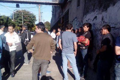 """Trabajadores de la textil Iberoamericana organizan una """"mateada"""" para reclamar por sus sueldos"""