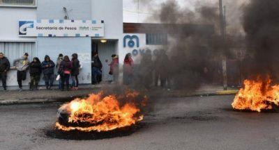 Trelew: Trabajadores de la pesquera Fyrsa manifestaron por quincenas adeudadas