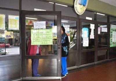 Denuncian falta de pago de sueldos a docentes privados