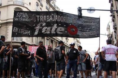 Trabajadores del neumático se niegan a aceptar un recorte salarial en FATE y marchan al ministerio