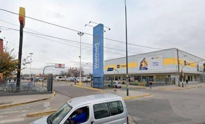 """Tras el contagio de un trabajador de Walmart San Justo, desde Comercio tildaron a la cadena de """"insensible, imprudente e inhumana"""""""