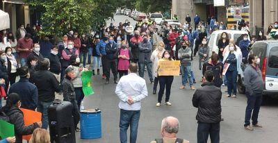 Con distanciamiento social. trabajadores de la vivienda realizaron una asamblea en Tucumán