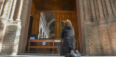 Un roce con el gobierno demora la apertura de los templos porteños