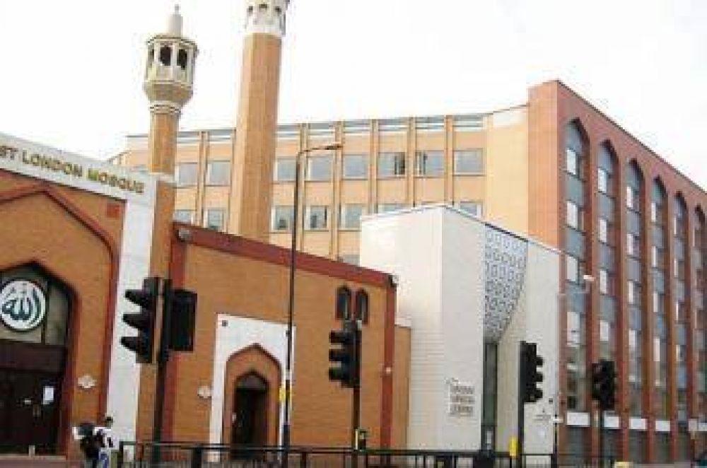 Mezquitas de Londres transmiten públicamente el llamado a la oración durante el Ramadán