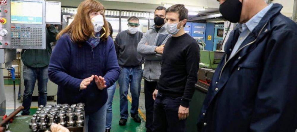 Ferraresi y Augusto Costa visitaron una de las empresas que reabrió sus puertas en Avellaneda
