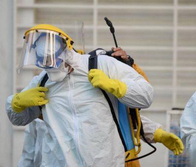 Desplegaron un operativo de desinfección donde vivía la última víctima platense